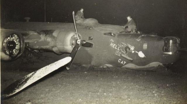 B-24 Belly landing The Hellcat 7 Dec 43