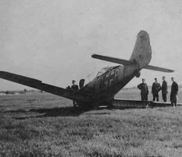Focke-Wulf Fw 190 attack aircraft +P crash landed