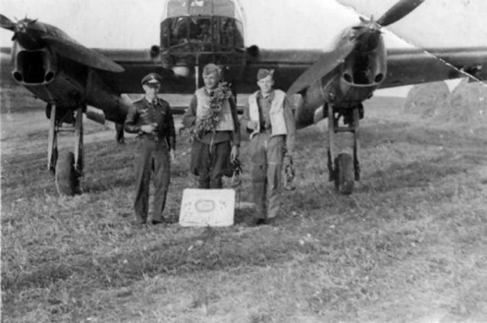 Focke Wulf Fw189 with crew
