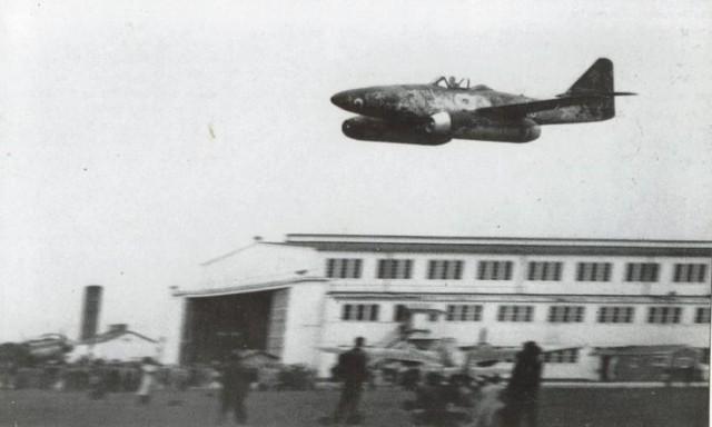 Messerschmitt Me-262 flying low