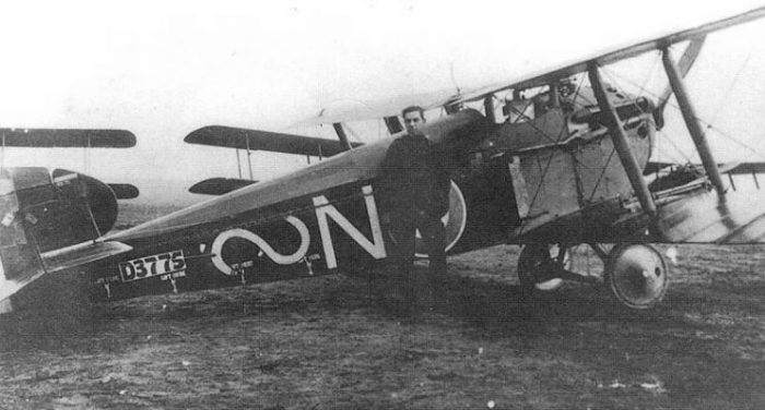 No. 87 Squadron Dolphin flown by Cecil Montgomery-Moore. A Lewis gun is mounted atop the lower right wing.