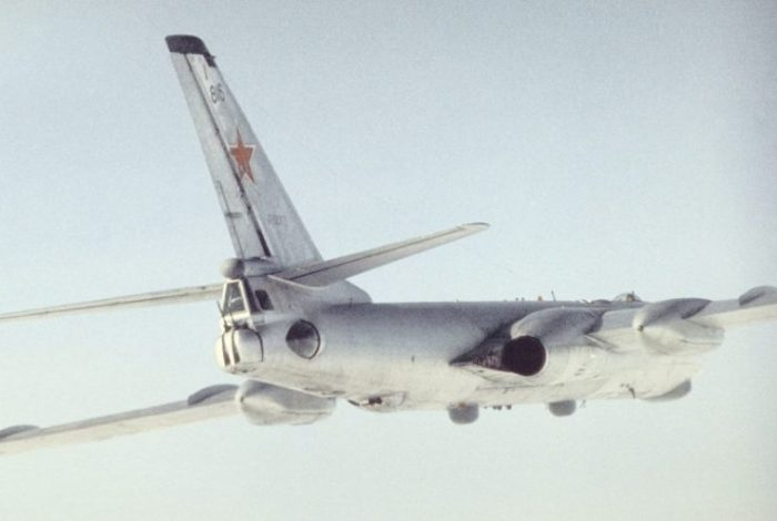 Rear side view of a Tu-16 Badger reconnaissance variant (most likely Tu-16R), 1989.