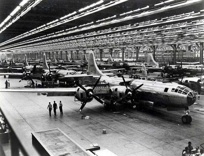 Boeing B-29 Assembly Line – 1944.Wichita, Kansas