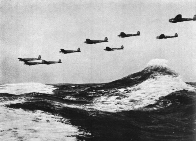Formation of HE-111 flying over heavy seas in 1940 (Bundesarchiv, Bild 141-0678)