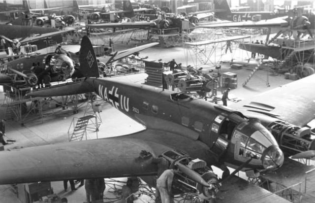 He 111 production in 1939 (Bundesarchiv, Bild 101I-774-0011-34 Hubmann, Hanns)