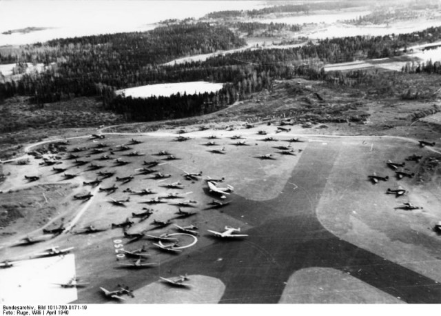 Junkers G 38, Junkers Ju 52, Junkers Ju 90, Junkers W 34, Heinkel He 111 on a captured airfield in Norway – April 1940. (Bundesarchiv, Bild 101I-760-0171-19 Ruge, Willi)