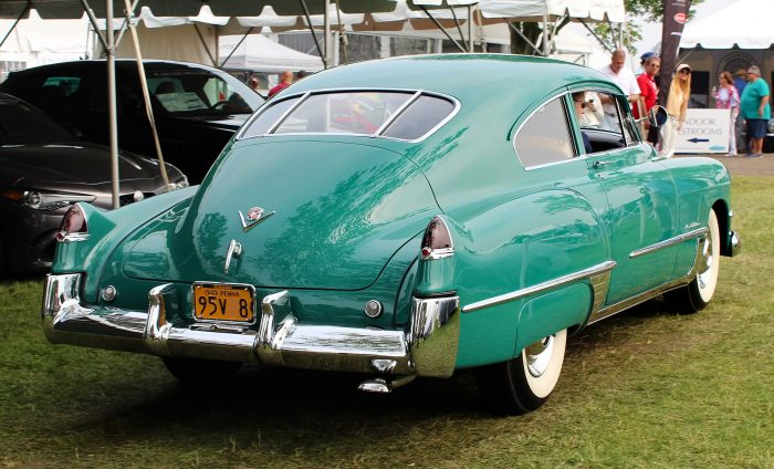 The twin rear fins of the 1948 Cadillac Series 62 was directly inspired by the P-38. Other cars also borrowed features from the P-38 too. Image by Kevauto CC BY-SA 4.0.